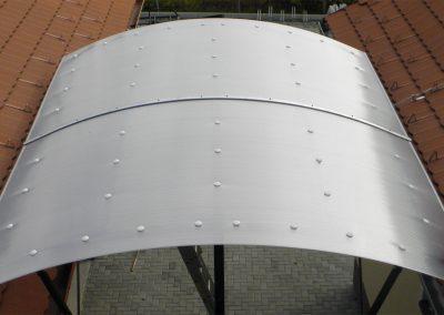Lexan fedésű ívelt tetőszerkezet