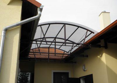 Lexan fedésű ívelt tető